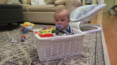 S2016E108 - BABY TRAPPED IN A BASKET!