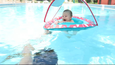 S2016E179 - BABY POOL PARTY!