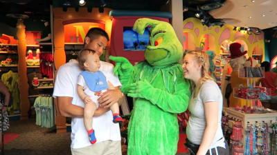 S2016E255 - BABY\'S FIRST TIME AT UNIVERSAL!