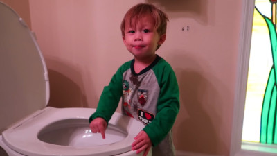 S2017E276 - OFFICIALLY POTTY TRAINING OUR TWO YEAR OLD!