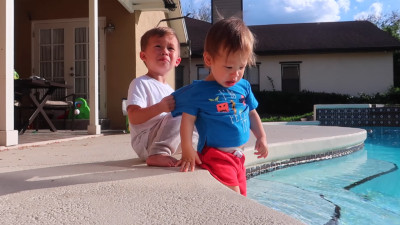 S2018E53 - Toddler Saves Baby Brother From Pool! (super cute)